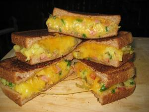 Loaded Baked Potato Grilled Cheese (www.espinosakitchen.wordpress.com)
