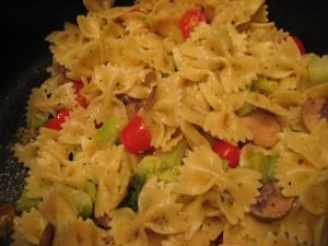 Farfalle with Oil and Seasoning (www.espinosakitchen.wordpress.com)