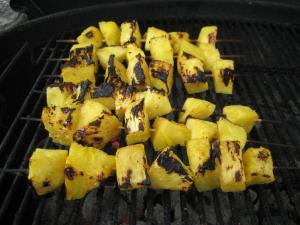 Grilled Pineapple with Soy and Honey (www.espinosakitchen.wordpress.com)